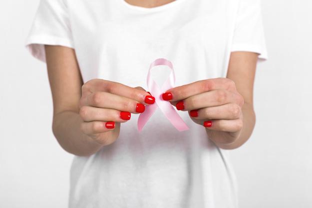 Zece factori de risc pentru cancerul de sân